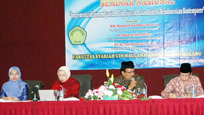 MUSLIM: KH Masdar farid Mas'udi (kedua dari kanan) menyatakan bahwa Indonesia bisa dikatakan sebagai negara Islam dalam Seminar Nasional Fakultas Syariah (16/5).